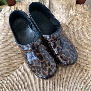 Dansko Cheeta Patent Leather sz 38